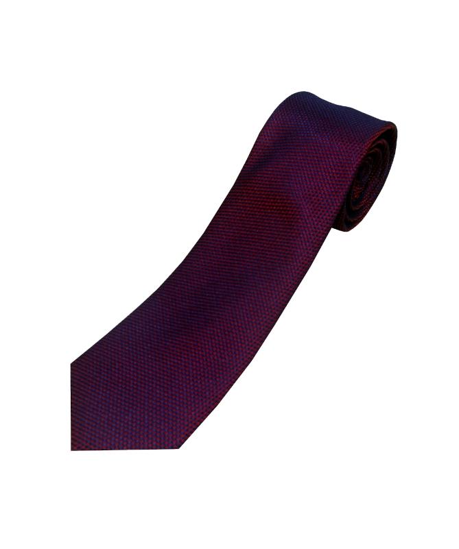 cravate rouge à reflet bleu